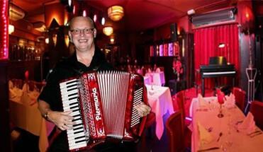 amsterdamse avond themafeest - Amsterdamse Avond - Een Amsterdamse Top Avond kunnen wij wel zeggen. Een themafeest in Amsterdam, met vooraf een gezellige borrelschuit over de Amsterdamse grachten. Inclusief entertainment!