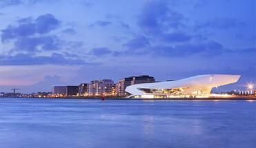 architectuur vaart amsterdam - Architectuur Vaart - Tijdens onze architectuur rondvaart zal onze deskundige gids u vertellen over de architectonische chef d'oeuvres van Amsterdam. Een fijne combinatie van ontspanning en unieke bouwwerken.