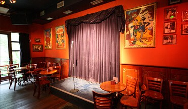 comedy cruise - Comedy Cruise - Stap aan boord van onze Comedy Cruise. Een lekkere borrelvaart inclusief drankjes. De boot zal jullie bij het restaurant afleveren. De avond wordt besloten met een comedyshow.