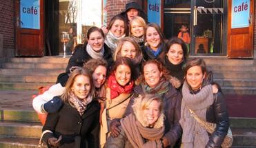 fotopaintball - Foto Paintball Amsterdam - Paintballen? Nou deze keer niet met echte verf, ook niet zo handig in de binnenstad, maar met foto's! Bekijk hier onze teambuilding activiteit in het oude centrum van de Amsterdam.