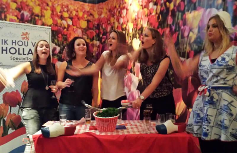 ik hou van holland specialtours1 - Ik Hou Van Holland Diner - Welkom bij Ik Hou van Holland! De oer-Hollandse dinerspel quiz! Één van onze best beoordeelde dinerspellen. De ideale avondactiviteit voor een onvergetelijk groepsuitstapje.