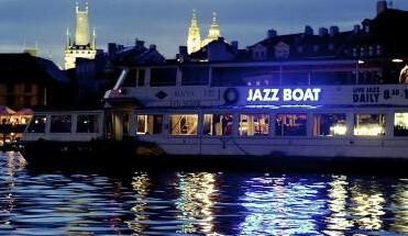 jazz cruise - Live Jazz Borrelvaart & Diner - Geniet van de mooie Amsterdamse grachten tijdens onze Jazz Rondvaart. Een privé cruise met live muziek van onze Jazz musici. All inclusive groepsarrangement.