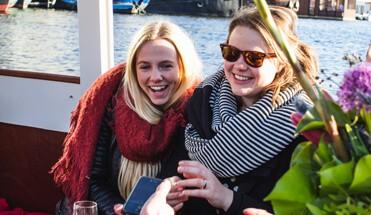 salonboot rondvaart amsterdam - Rondvaart Salonboot - Elke zaterdag middag bieden wij u de mogelijkheid om te genieten van een unieke rondvaart door de grachten op een salonboot, al vanaf 1 persoon te boeken!