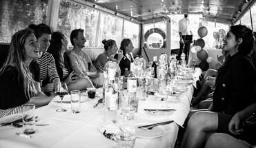 salonboot rondvaart amsterdamse grachten - Rondvaart Salonboot - Elke zaterdag middag bieden wij u de mogelijkheid om te genieten van een unieke rondvaart door de grachten op een salonboot, al vanaf 1 persoon te boeken!