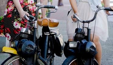 solex tour amsterdam - Solex Tour Amsterdam - Maak een nostalgisch ritje in Amsterdam op de Solex. Onder leiding van jullie Specialtours gids ontdekken jullie de mooiste plekjes op een relaxte manier die de volle aandacht trekt.