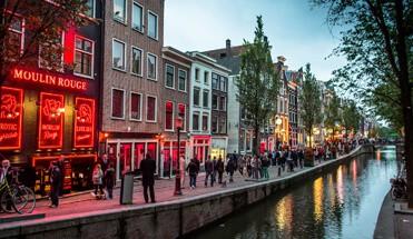 wallen amsterdam - Van Twee Walletjes Tour - Bekijk hier onze bekende Van Twee Walletjes Tour. De combinatie tour van de twee leukste buurten van de stad: De Jordaan en de Rosse Buurt. Inclusief professionele gids(en)!