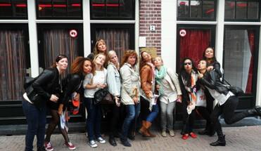 wallen tour amsterdam - Borrelboot, Wallen & Diner - Een compleet arrangement inclusief privé rondvaart door Amsterdam, stadswandeling door de Rosse Buurt en een lekker 3 gangen diner in een stadscafé. 't ideale dagje in Mokum!